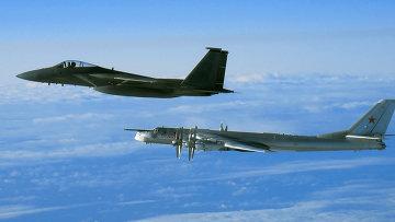 Перехват бомбардировщика Ту-95. Архивное фото