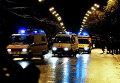 """Автомобили """"скорой помощи"""" спешат на помощь к пострадавшим после штурма Театрального центра на Дубровке"""