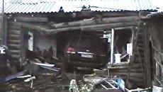 Внедорожник врезался в частный дом и разрушил его. Кадры с места ДТП