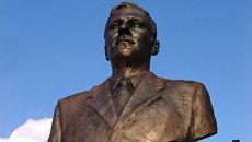 В белгородском лицее открыли памятник  выпускнику-герою