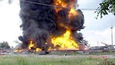 Столб черного дыма поднимался над нефтехранилищем в Ангарске во время пожара