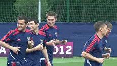 Игроки сборной РФ смеялись и шутили на тренировке перед матчем с поляками