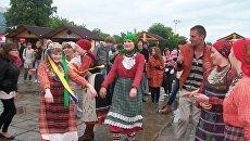 Жители Ижевска собрались на центральной площади, чтобы болеть за Бурановских бабушек