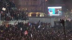 Сторонники Олланда заняли площадь Бастилии, празднуя победу на выборах