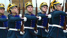 Президентский полк прошел парадом перед новым президентом РФ