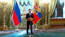 Медведев поблагодарил чиновников за работу и позвал на прощальный обед
