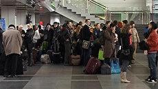 Сотни пассажиров застряли в аэропорту Иркутска из-за мощного снегопада