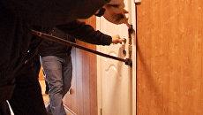 Оперативникам потребовался лом при обыске подозреваемой в хищениях фирмы