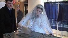Невеста, олимпиец и политики проголосовали на выборах в СКФО РФ