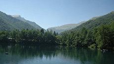 Голубое озеро в Кабардино-Балкарии. Архивное фото