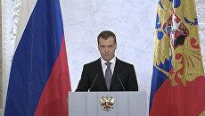 Медведев назвал неприемлемыми попытки манипулировать обществом