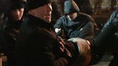 Минские милиционеры на руках заносили в автобус участников уличной акции