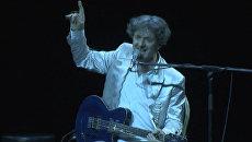 Горан Брегович поил алкоголем поклонников на концерте в Москве