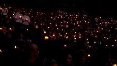 Сотни свечей зажгли в Ярославле в память о погибших игроках Локомотива