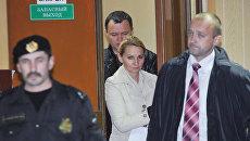 Нелли Дмитриева, обвиняемая в вымогательстве