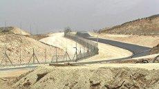 Израильский разделительный барьер, который отделяет Израиль от Западного берега реки Иордан. Архивное фото