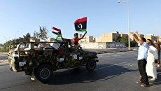 Ливийские мятежники празднуют победу в Триполи