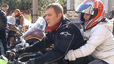 Любители мотоциклов устроили байк-терапию детям в больнице Мурманска