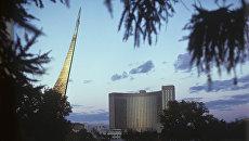 Монумент Покорителям космоса и гостиница Космос