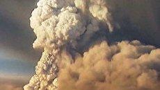 Гигантский столб дыма от извержения Гримсвотна поднялся в Исландии