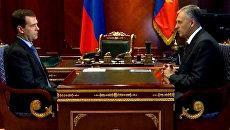 Медведев требует продолжать контроль радиационного фона на Сахалине