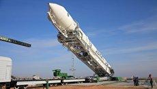 Установка ракеты-носителя Зенит-2SБ. Архивное фото
