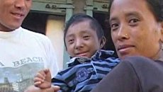 Непалец признан самым маленьким человеком в мире в день своего 18-летия