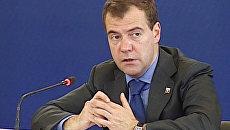 Медведев пригрозил губернаторам за отсутствие Интернете в школах