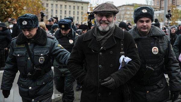 Полиция задерживает журналиста, издателя Сергея Пархоменко