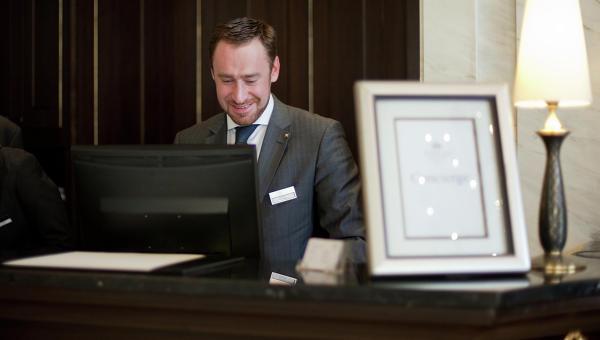 Павел Николаев, старший консьерж гостиницы Балчуг, президент российского отделения Ассоциации консьержей Золотые ключи