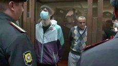 Осужденные за убийства скинхеды в масках слушали приговор