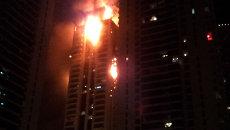 Ярким пламенем горели верхние этажи небоскреба в Дубае