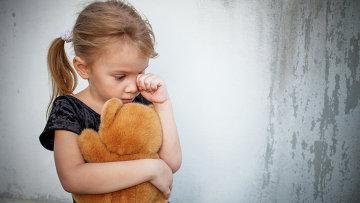 Грустный ребенок, архивное фото