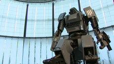 Четырехметровый робот бегает со скоростью 10 км/ч и управляется перчаткой