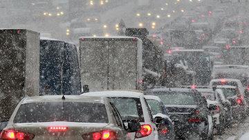 Затрудненное дорожное движение в Москве. Архивное фото