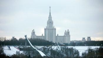 Воробьевы горы и здание МГУ