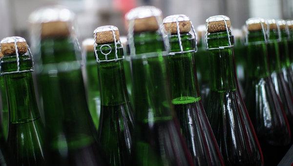 Цех розлива на московском заводе шампанских вин Корнет. Архивное фото