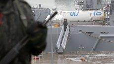 ВМС Южной Кореи подняли в море фрагмент первой ступени ракеты КНДР