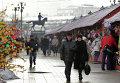 Продажа сувениров на Площади Революции в Москве