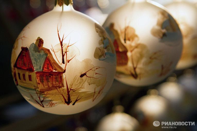 Производство елочных игрушек на фабрике Ариель в Нижнем Новгороде