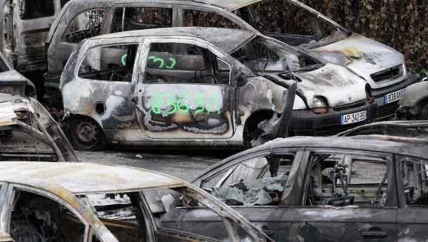 Около 1,2 тыс автомобилей сгорело в новогоднюю ночь во Франции