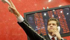 Российский рынок акций открылся в понедельник умеренным ростом