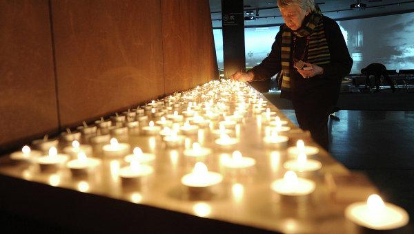 Церемония зажжения свечей в память жертв Холокоста. Архивное фото