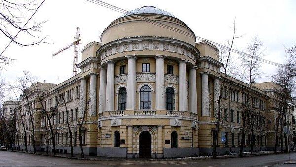 Главный корпус МПГУ (Малая Пироговская, 1), в прошлом — Аудиторный корпус МВЖК. Парадный вход