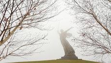 Монумент Родина-Мать на Мамаевом кургане в Волгограде, архивное фото