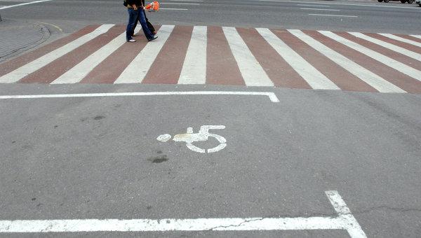 Красно-белые пешеходные переходы. Архивное фото