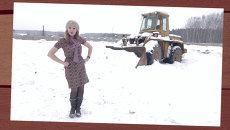 Хоть уж двадцать первый век, асфальт валят прямо в снег!
