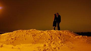 Поцелуй, архивное фото