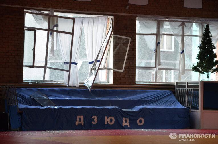 Разрушения остекления высотных зданий из-за метеоритного дождя в Челябинской области