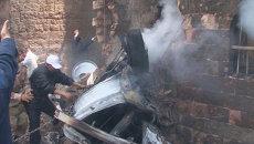 Истребитель рухнул на площадь в столице Йемена. Кадры с места крушения